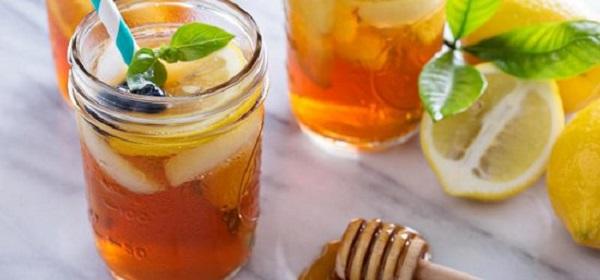 Wasser mit Honig auf nüchternen Magen