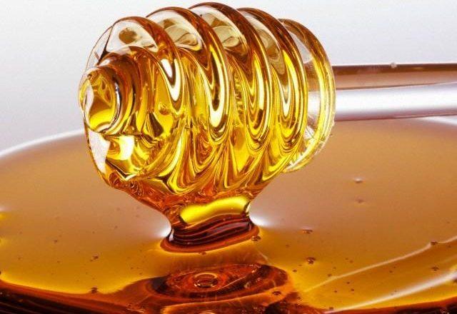 wie man selbstgemachte Haarmasken mit Honig herstellt