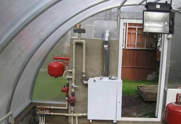 Der elektrische Heizkessel ist mit Automatisierungs- und Sicherheitssystemen ausgestattet